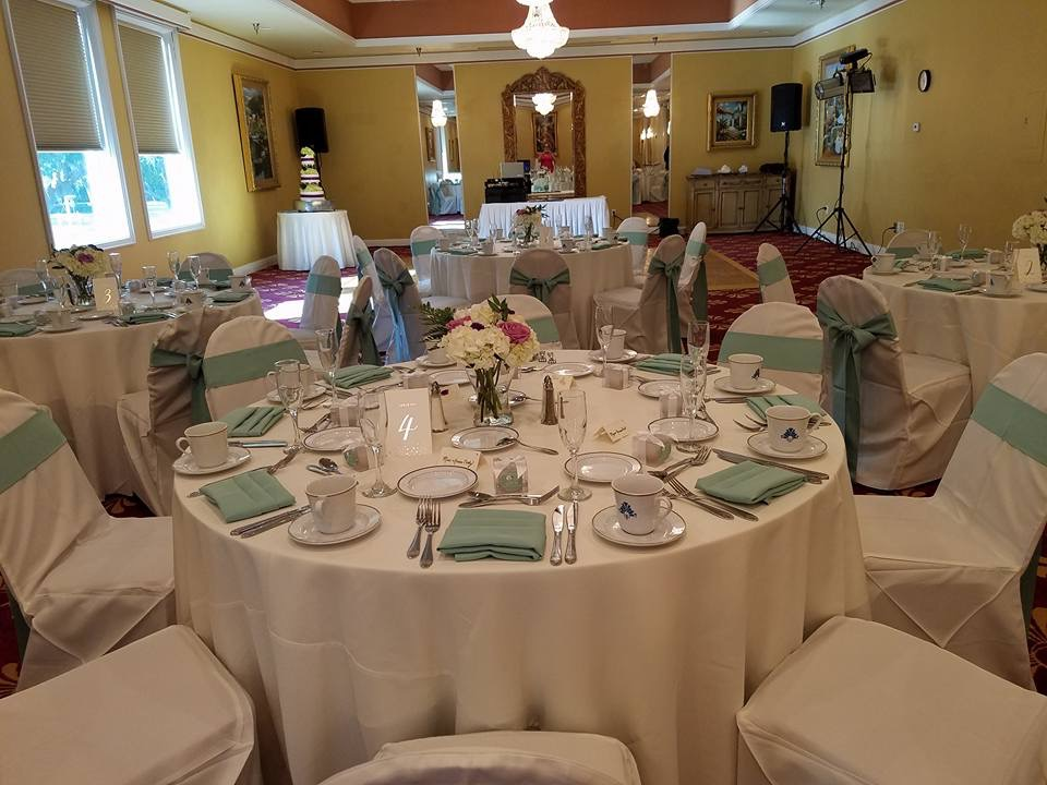 Ivory Tablecloths w/ Seamist Sashes and Napkins
