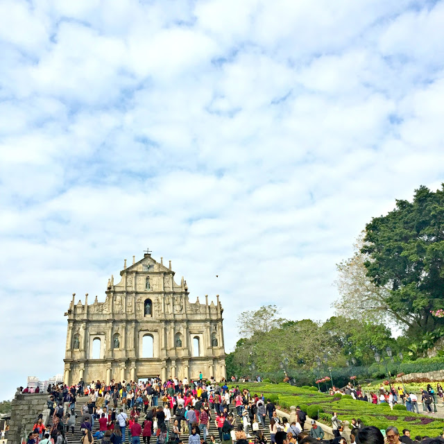 crowded ruins of st paul macau