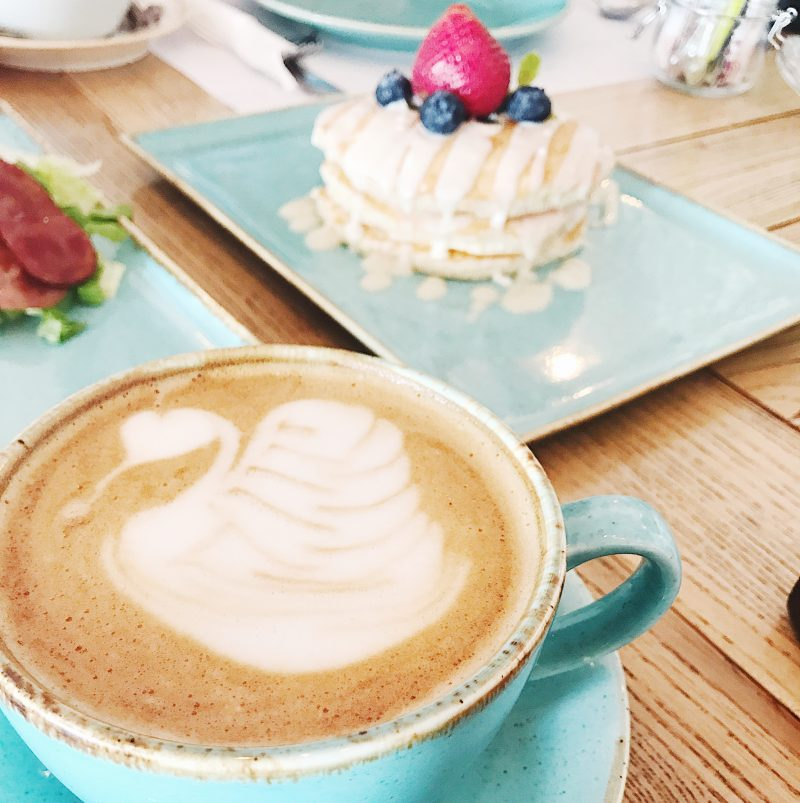 coffee with swan in blue cup with pancake