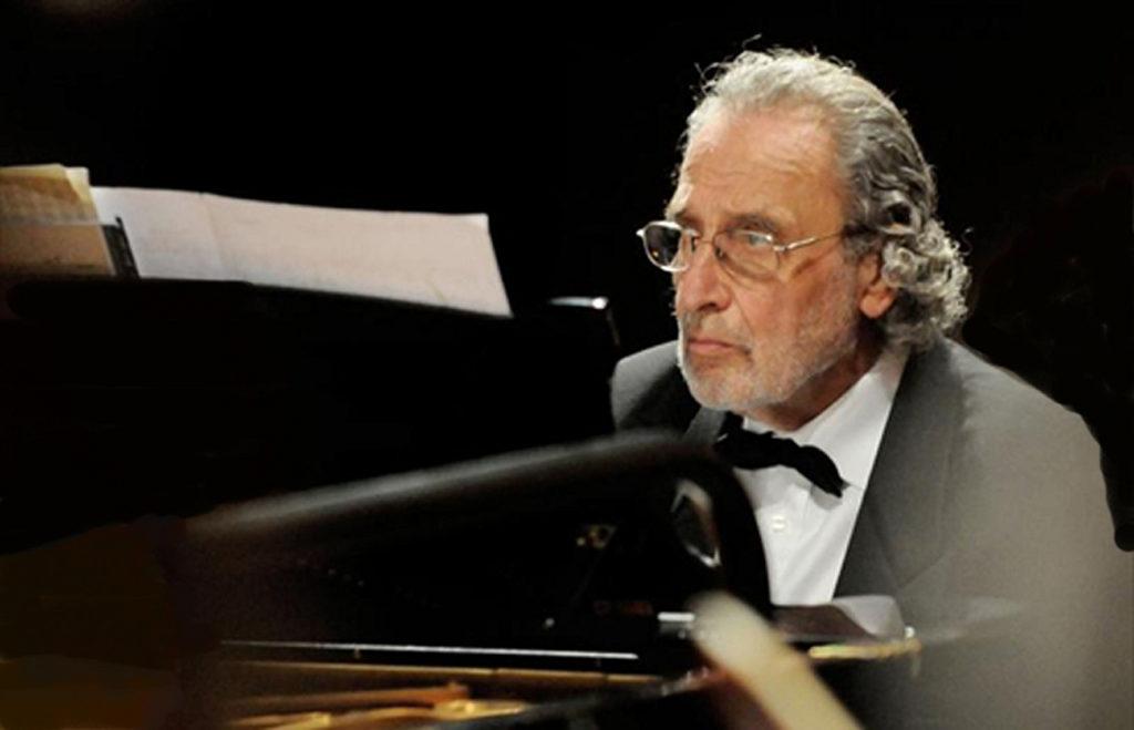 luis-bacalov-pianista-b