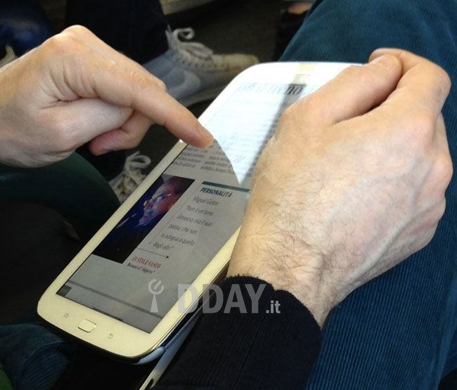 Samsung Galaxy Note 8.0 Caught by Blurry cam, Looks Like an 8-inch Galaxy Note II