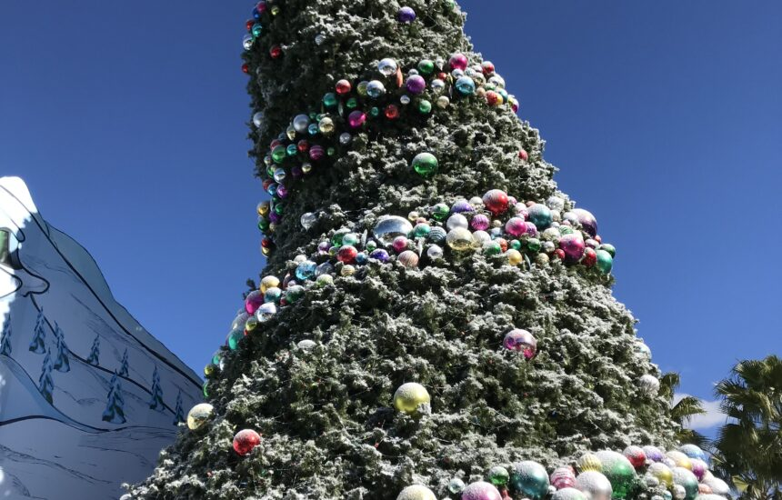 Tips on How to Survive Universal Studios at Christmas