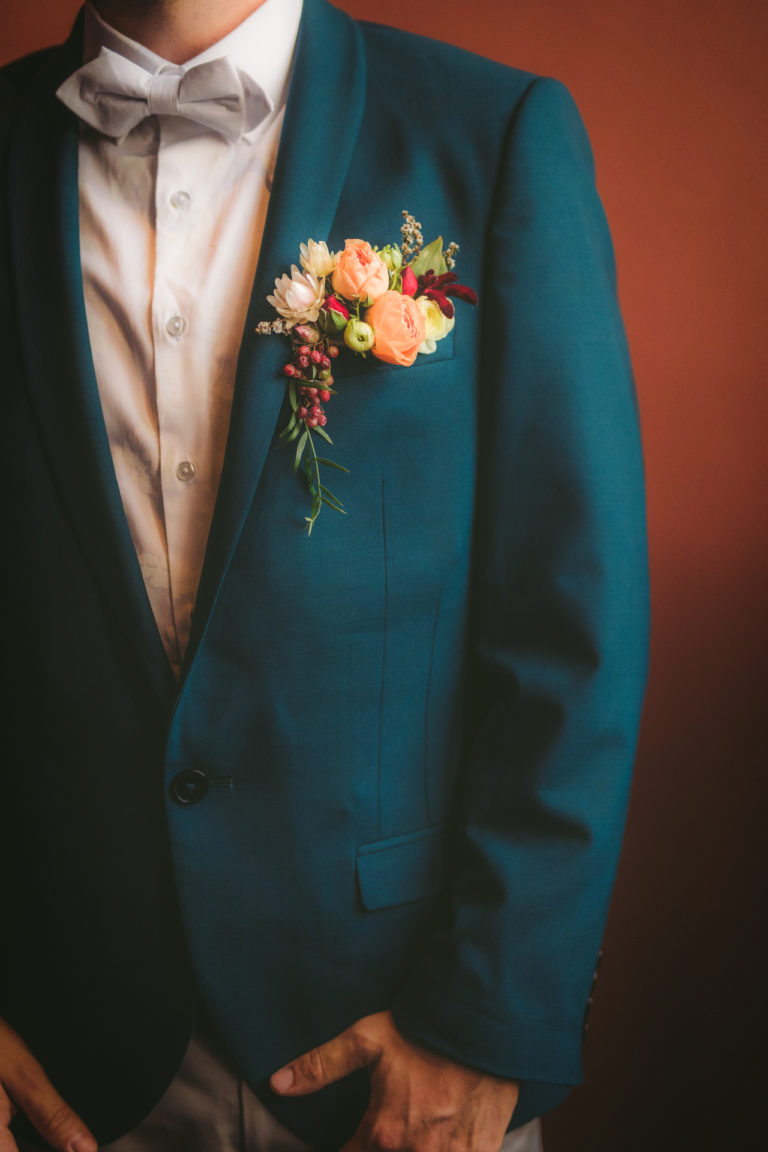 Wedding_flowers_for_men's_suits