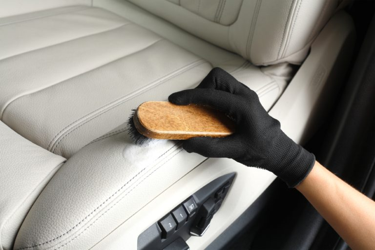 Leather cleaning & conditioning detailer