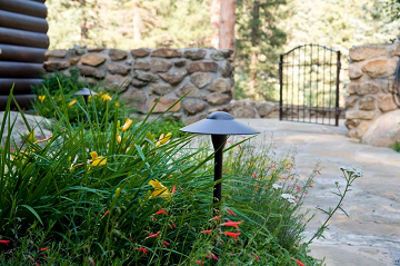Inviting Front Yard Structures for a Welcoming Spring