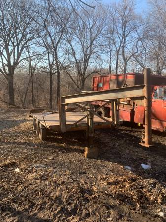 GOOSENECK FLATBED EQUIPMENT TRAILER (Kansas City) $2000