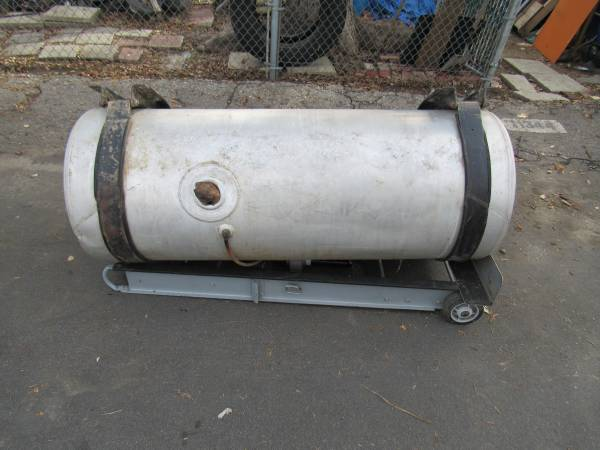 SEMI   Truck fuel tank 100 gallon (North hollywood) $75