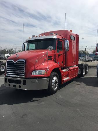 2015 MACK PINNACLE MIDROOF (Fontana) $59900