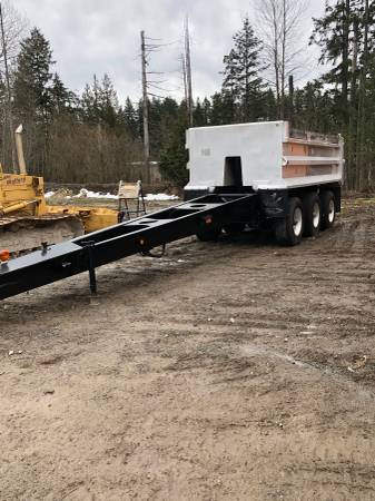 Perlies pup trailer 3 AXLE (Woodinville) $19000