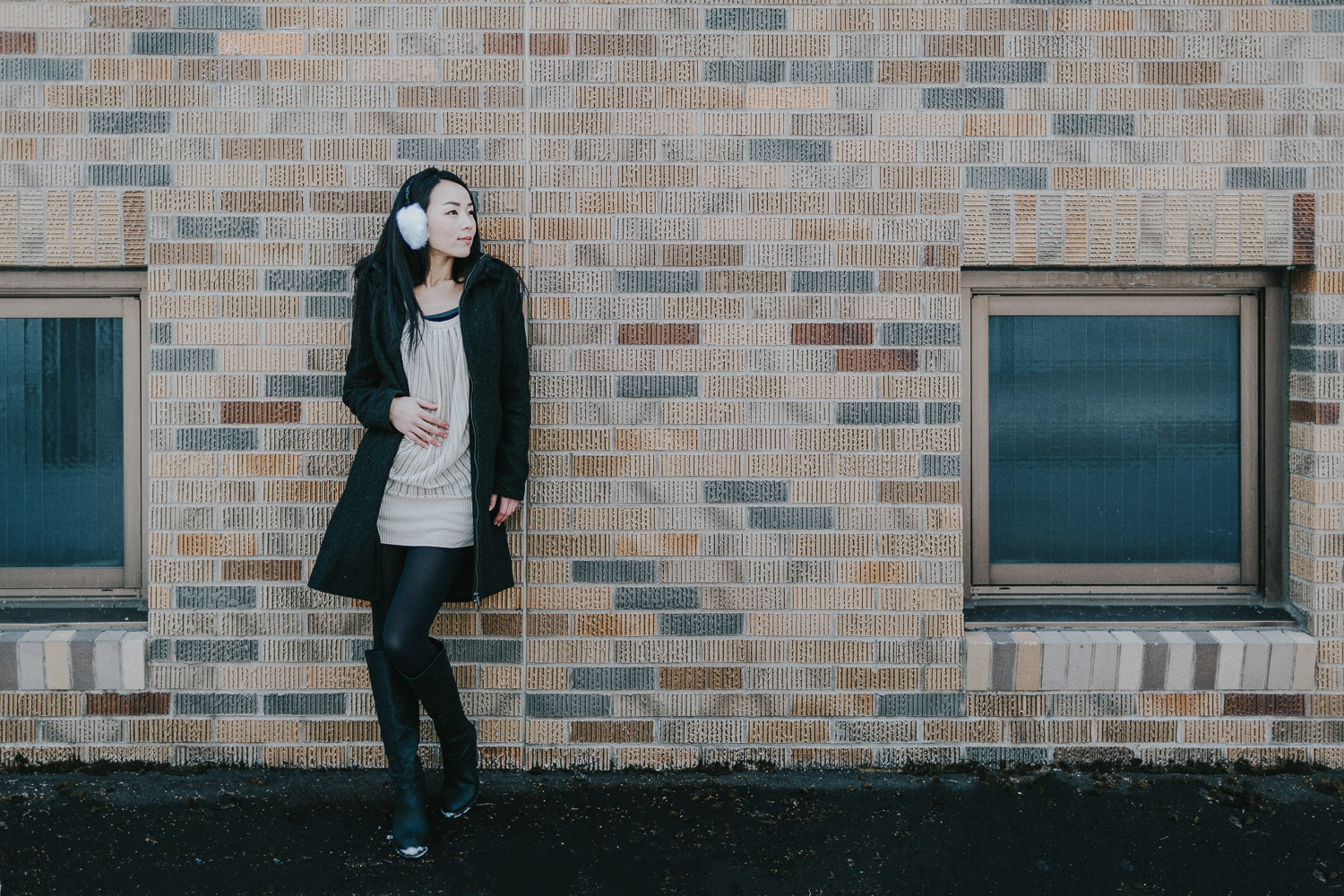 Image of a girl stands in front of the wall