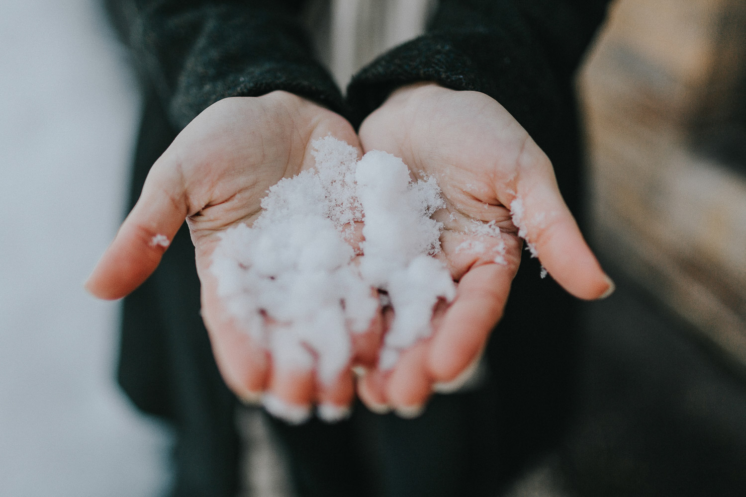 Image of snow in the hands