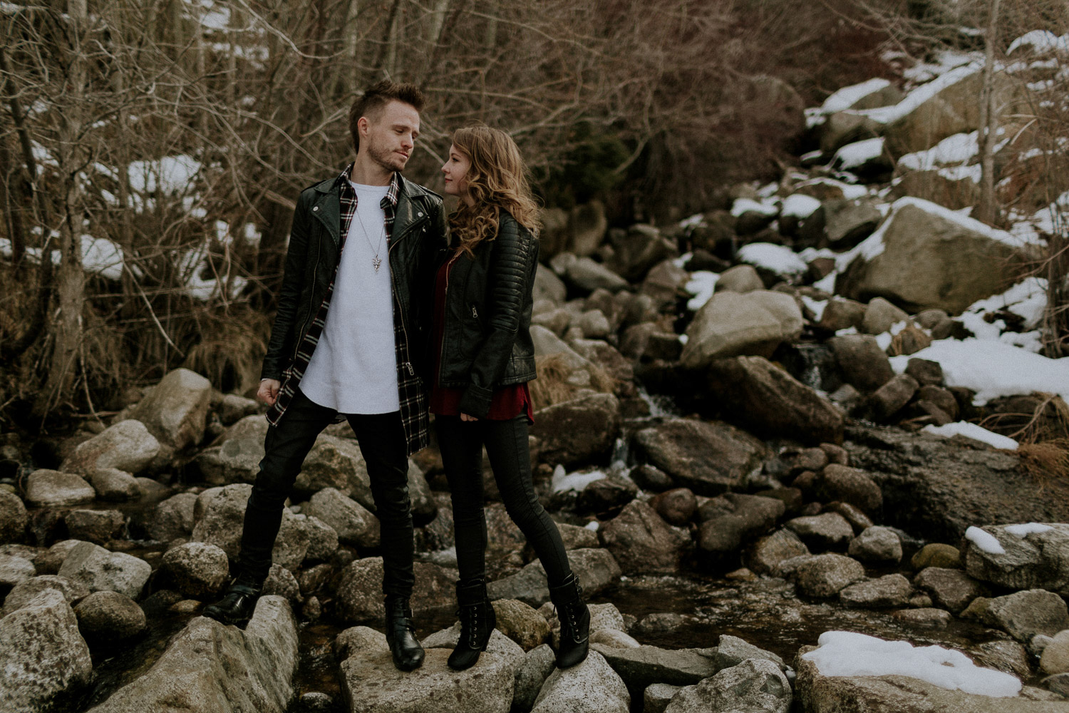 Image of couple look at each other on rocks