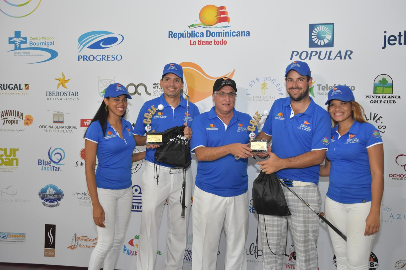 Ganadores junto a Presidente y colaboradoras de ASHONORTE