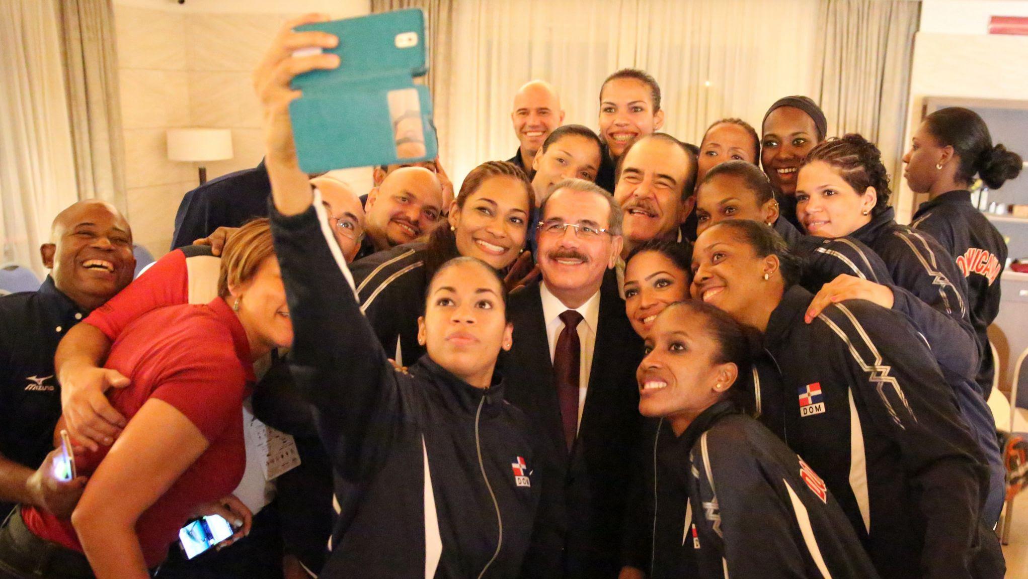 Danilo Medina felicita Selección de Voleibol