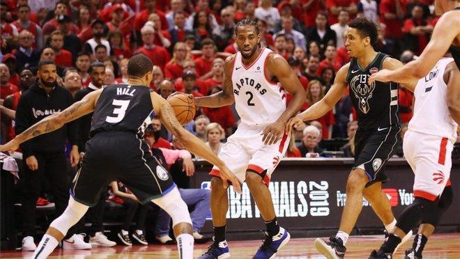 Los Raptors sorprende a los Bucks.