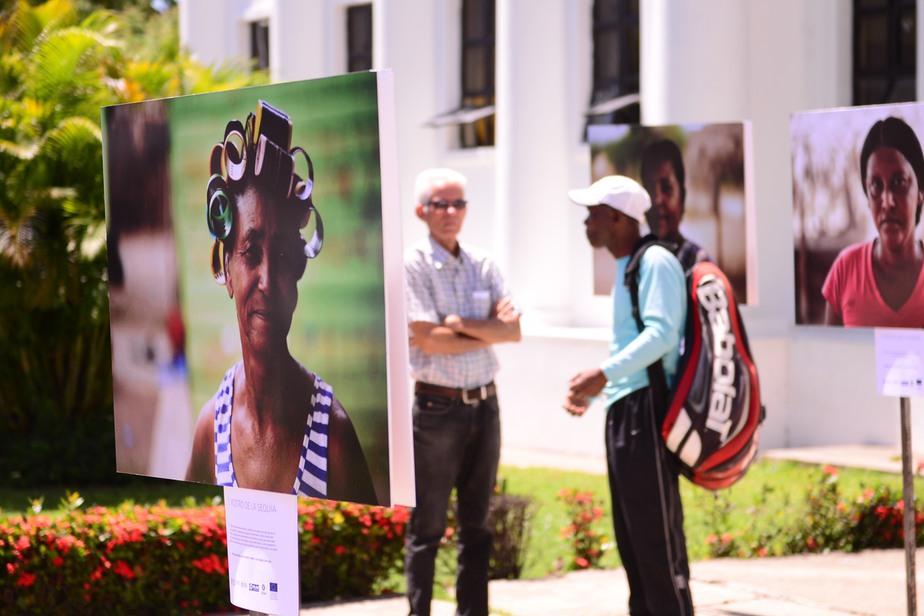 Exposición fotográfica en San Juan muestra consecuencias