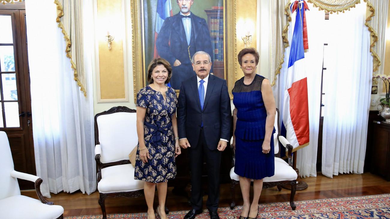 Expresidenta de Costa Rica visita a Danilo Medina