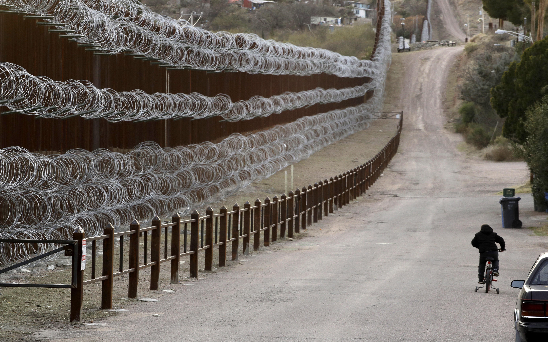 Juez dice que no al muro con México.