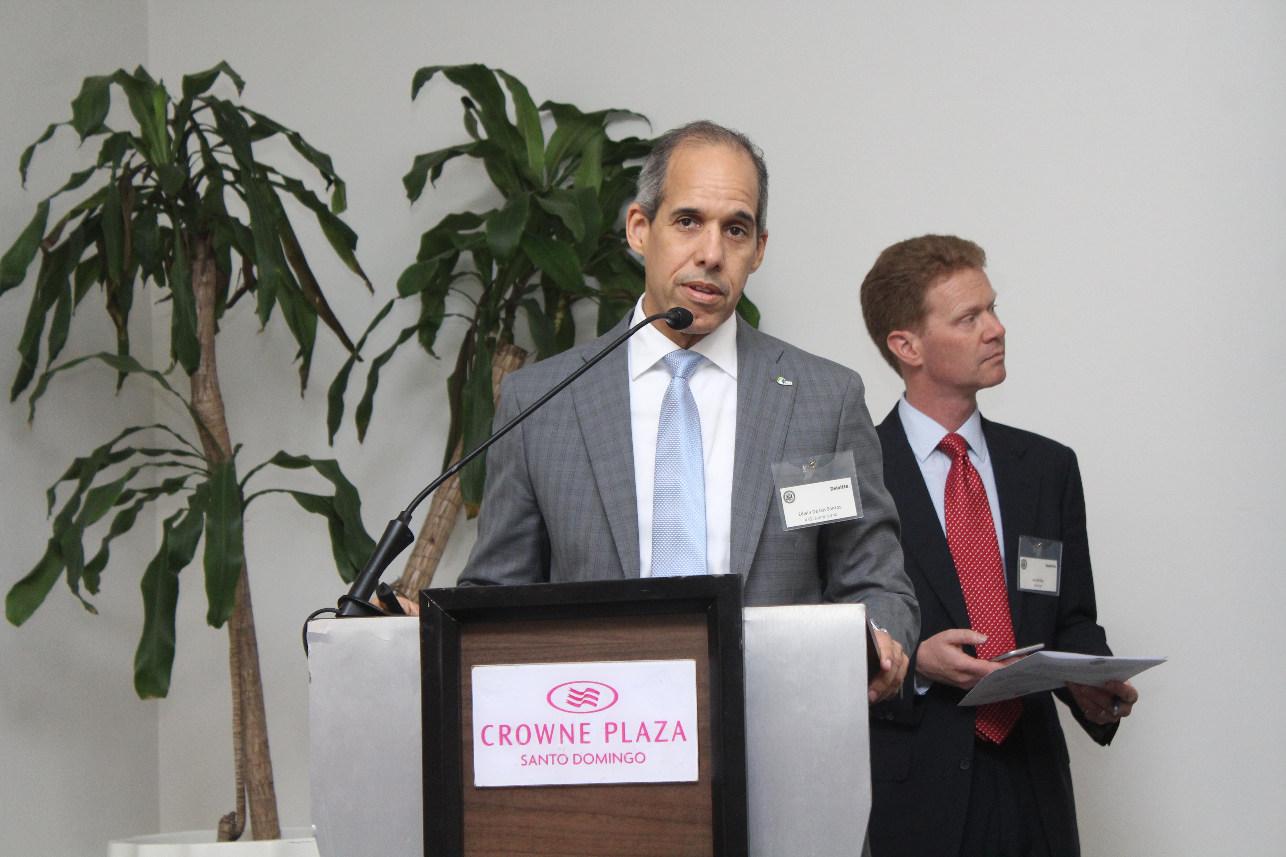 AES Dominicana ratifica compromiso de inversión