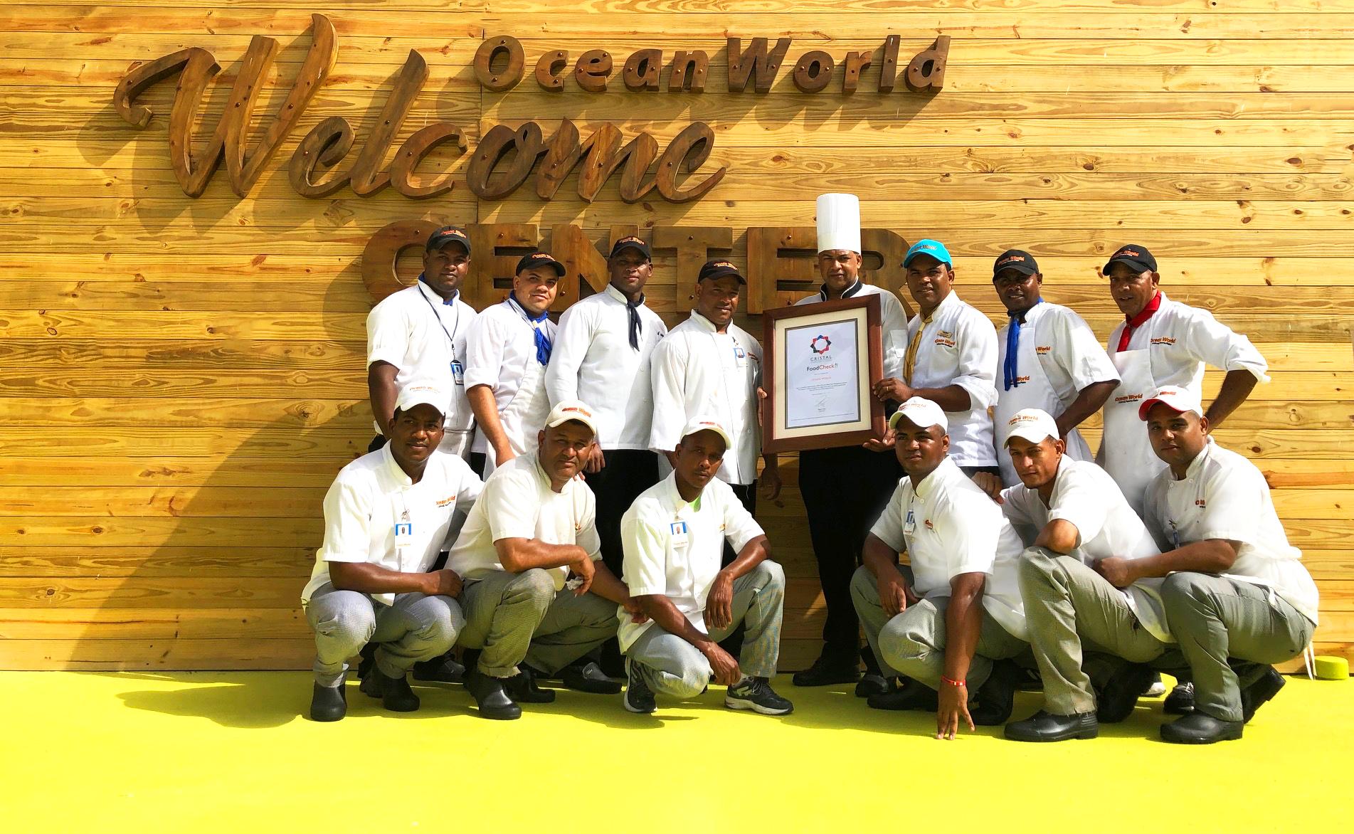 Cristal International Standards reconoce a Ocean World por sus buenas prácticas en el manejo de alimentos