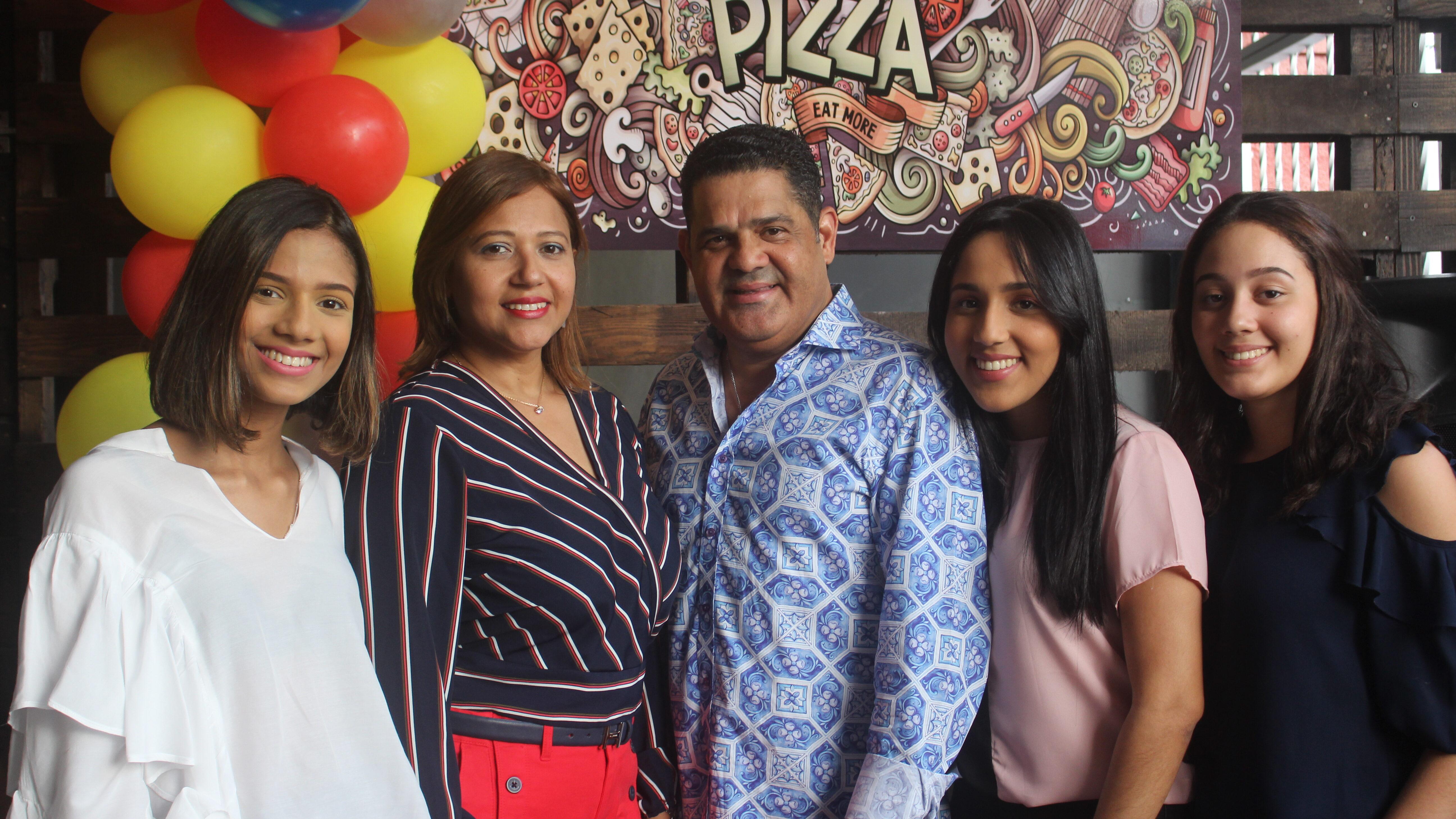 Inauguran Super Pizza/Helados Sarita