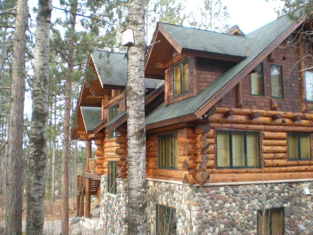 Large cedar and stone log home (2)