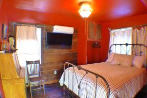 Sunny South Cabin #5 Sleeps 1-3