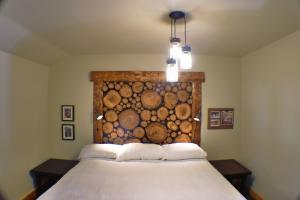 Turkey Hill Mine Cabin #10 Sleeps1-4 Connects to Big Gun