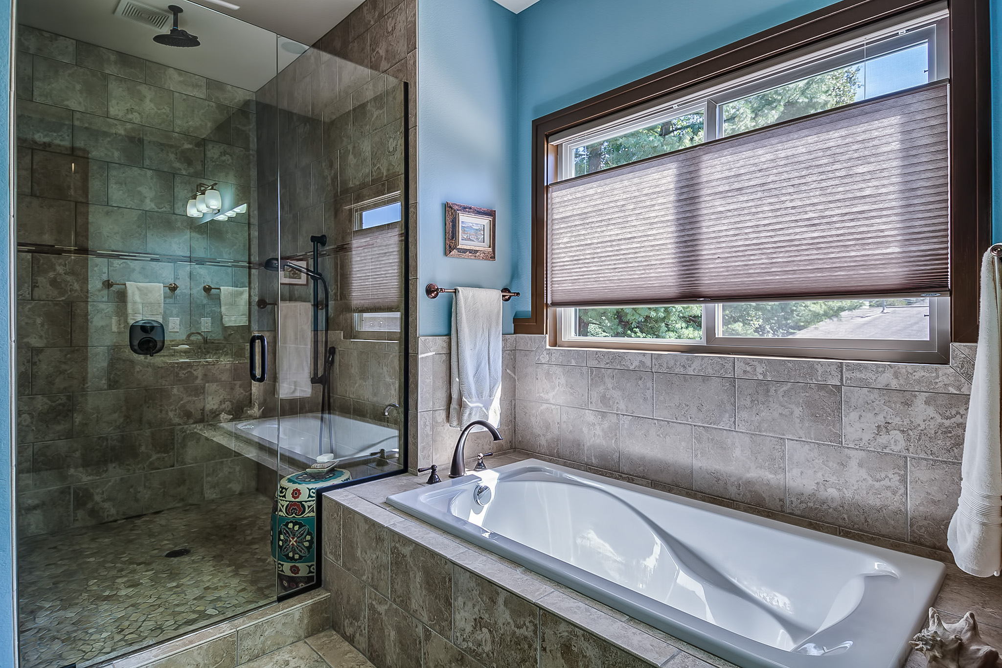 MK Custom Homes - Beautiful Bathrooms