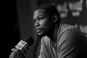 kevin-durant-signs-with-roc-nation-sports-1