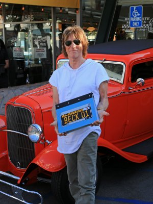 PHOTO 1 - JeffBeck-BookLaunch-MelsDiner-Aug8,2016