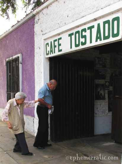 A rush of customers, Cafe Tostado, Lima, Peru