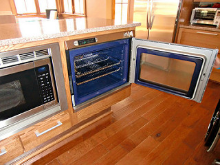 Micro and undercounter oven