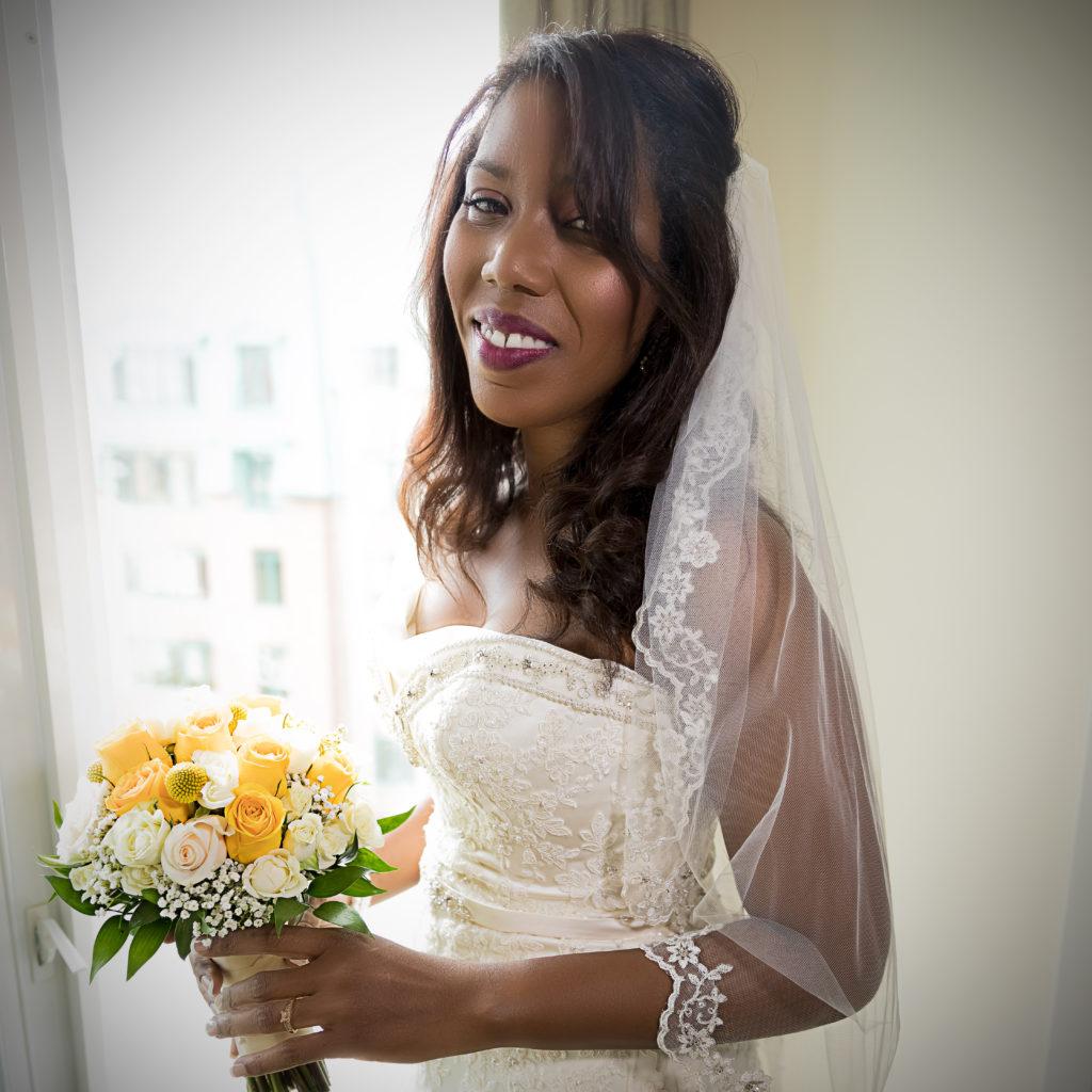Bride with bouquet_square
