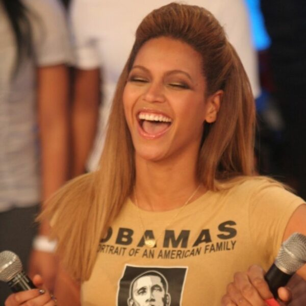 Beyonce-Steps-Out-For-The-First-Time-Since-The-Hilarious-Face-Biting-Rumors-Began-Surrounding-Her-She-Has-No-Marks-On-Her-F