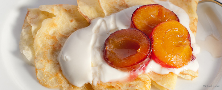 crepes with plums and yogurt
