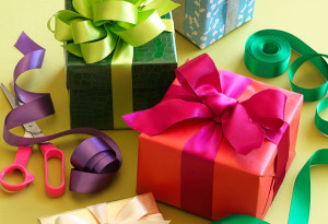 Gift-Wrapping-Using-Ribbon