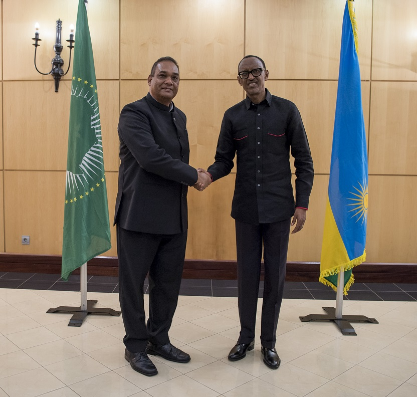 Kagame receives credentials from nine new envoys