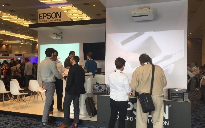 Epson presentó su tecnología de videoproyección interactiva de tres chips en Bett Latin America 2018