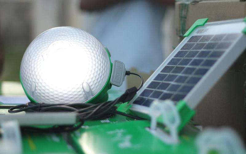 Schneider Electric provee sistema de iluminación eficiente para los amantes del camping y trekking