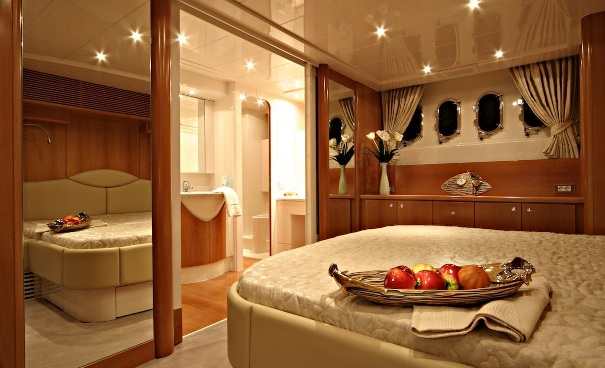 ladenstein yacht 68 interior