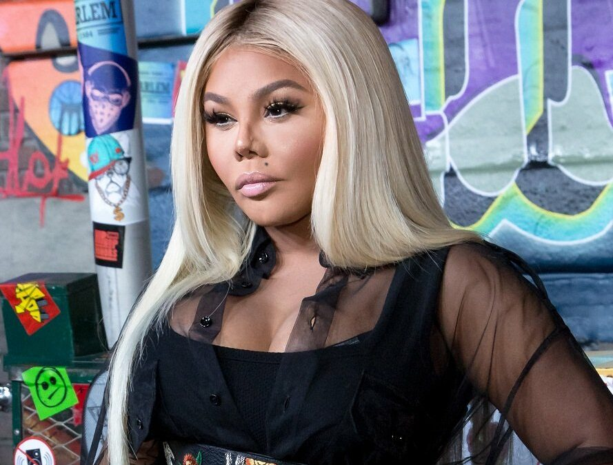 Lil Kim Calls Out Andy Cohen & Other Media Outlets on IG Live