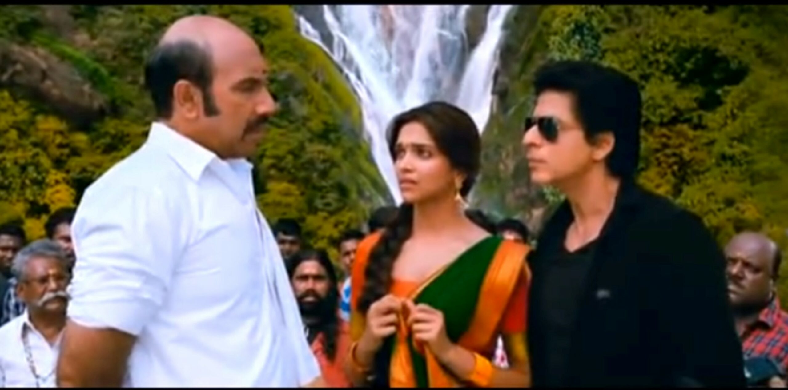 A scene from the movie Chennai Express with Dudhsagar Falls at the Background