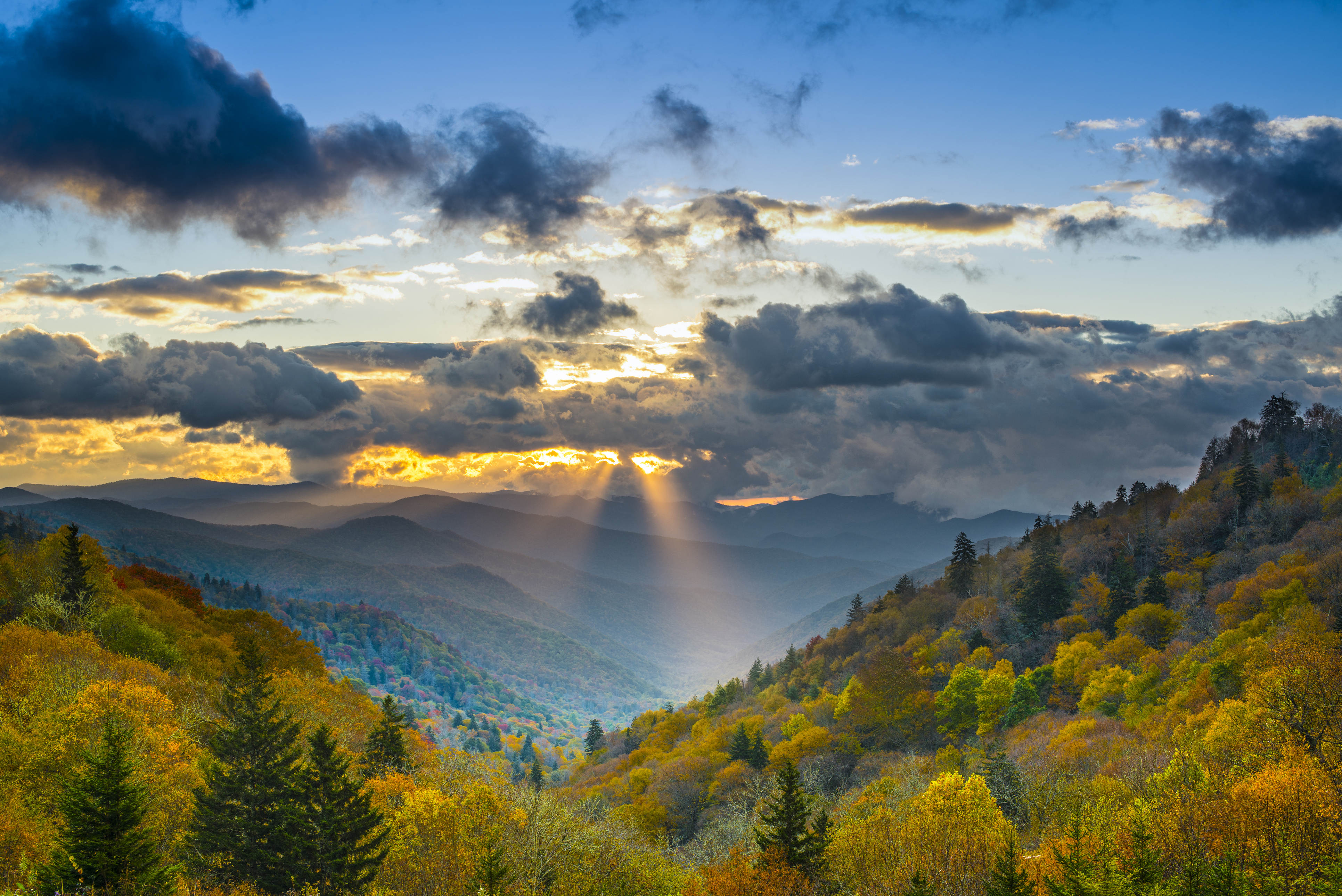 Sun rays coming through clouds in beautiful Smoky Mountains