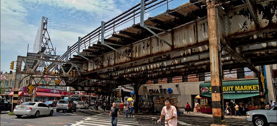Street view at Southern Boulevard in the Bronx