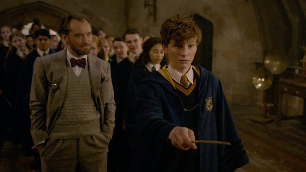 Fantastic Beasts Returns Back to Hogwarts in New Featurette