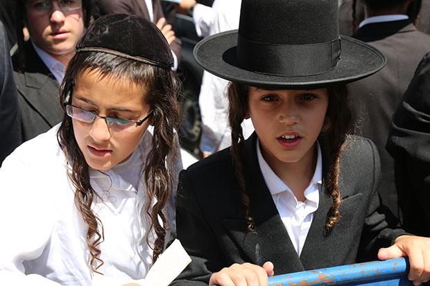 Kids at Haredi Anti-Police Demo - City Hall