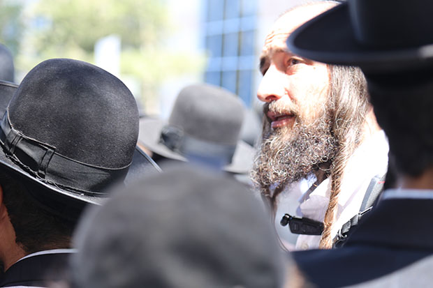 Haredi Anti-Police Demo at City Hall