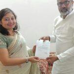 माननीय सांसद महोदय श्री नीरज शेखर  के साथ कवयित्री ऋचा राय