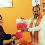 माननीय खेल मंत्री  महोदय श्री उपेंद्र तिवारी के साथ कवयित्री ऋचा राय